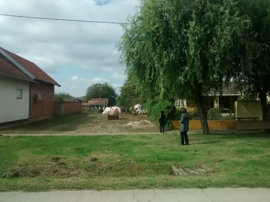Građevinsko zemljište: Tovarnik, 670 m2, ul. M. Gupca 65
