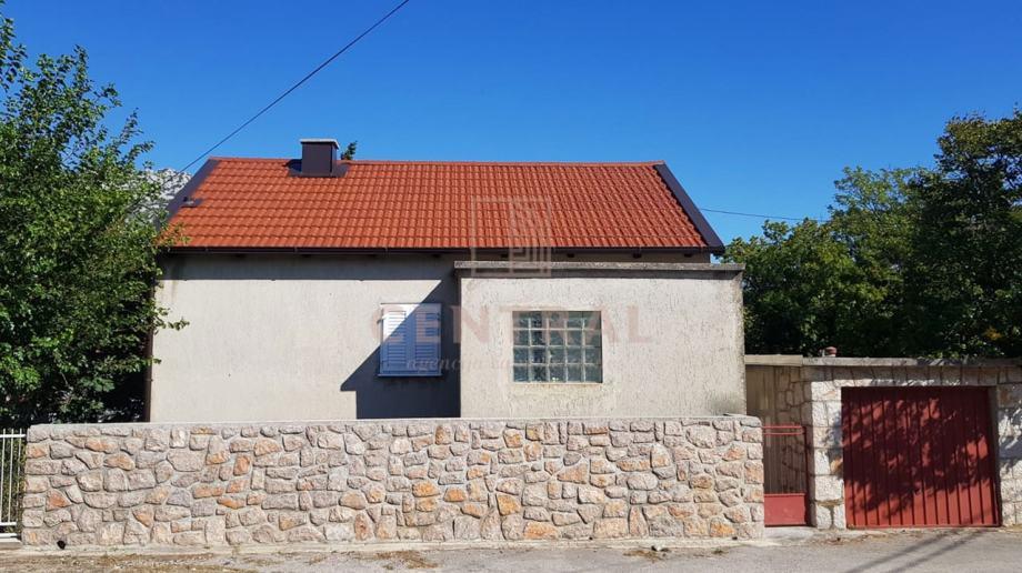 Karlobag, kuća s garažom, 500 m od mora (prodaja)