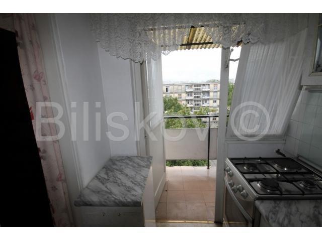 Knežija, lijepa garsonjera sa balkonom (prodaja)
