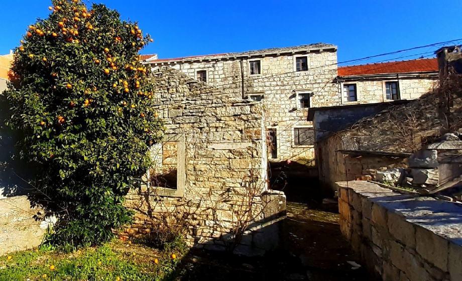 Korčula - stare kamene kućice, odlična prilika za investiciju, 280 m2 (prodaja)