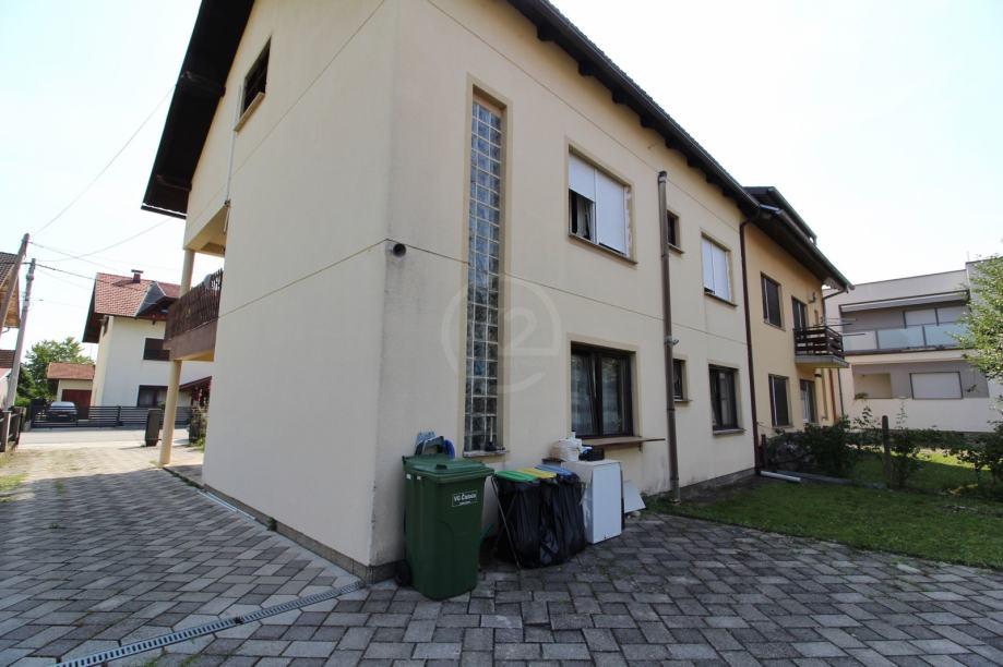 Kuća 250 m2 / tri stana / Velika Mlaka (prodaja)