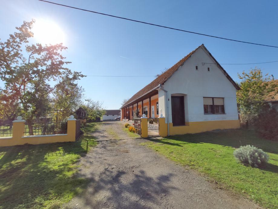 Kuća i 7 jutara zemlje na prodaju, Bankovci, prizemnica, 75.00 m2 (prodaja)