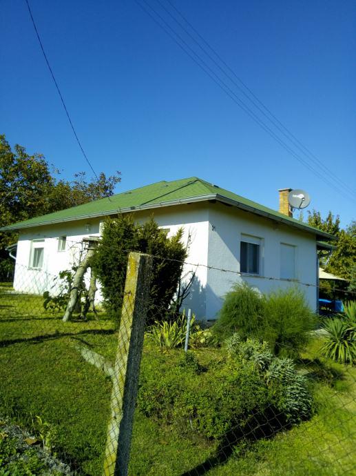 Batina,vikend naselje,kod spomenika, prizemnica, 61 m2 (prodaja)