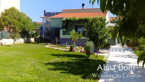 Kuća BUSOLER PREKRASNA KUĆA U NEPOSREDNOJ BLIZINI GRADA SA KONOBOM I K (prodaja)