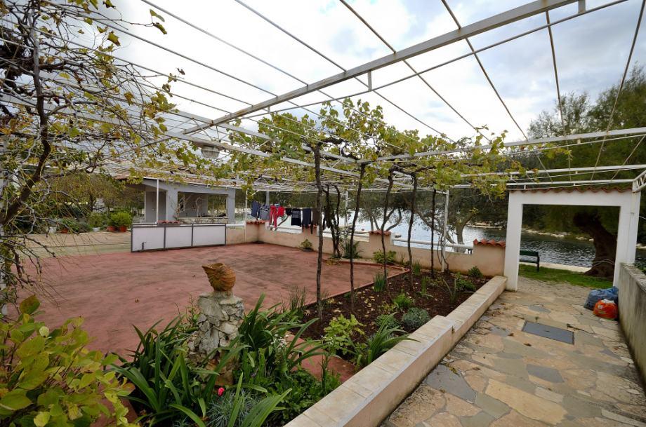 Kuća Dalmacija prodaja par metara od mora!!! (prodaja)