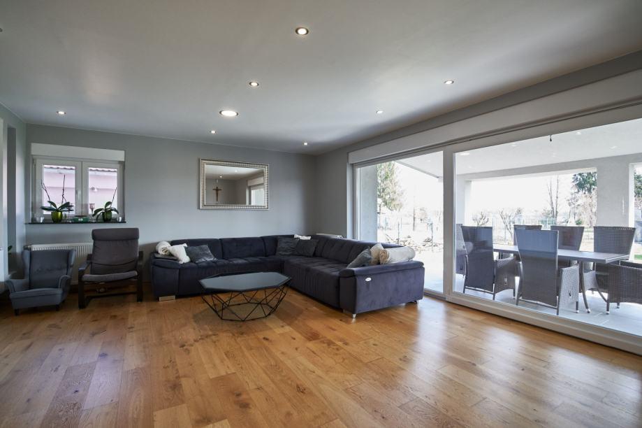 Kuća: Gornji Stupnik, katnica, 250.00 m2 (prodaja)