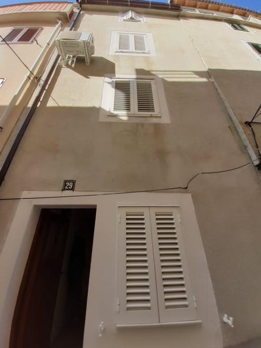Kuća: Pag, višekatnica, 84.00 m2 (prodaja)