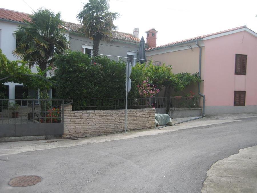 Kuća Premantura, kuća u centru mjesta. (prodaja)