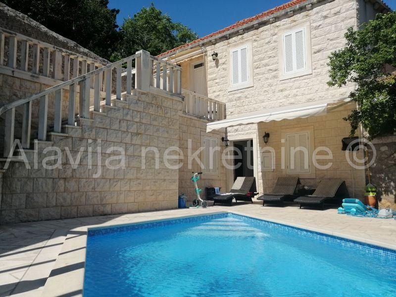 Mokošica–Mirinovo,villa 150 m2+72 m2+okučnica 200m,10 m more (prodaja)