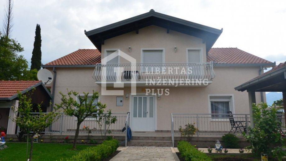 Kuća s prostranim vrtom u blizina Cavtata / OBITELJSKA KUĆA (prodaja)