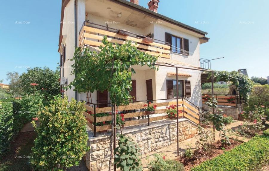 Kuća Samostojeća kuća - velika okućnica. 8 km do Medulina. (prodaja)