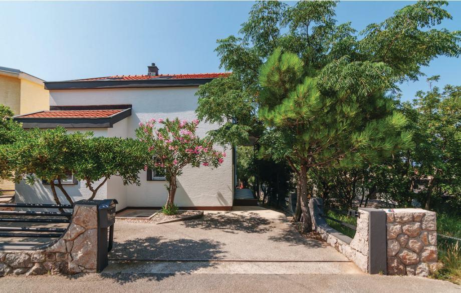Kuća: Starigrad, dvokatnica, 120 m2 (prodaja)