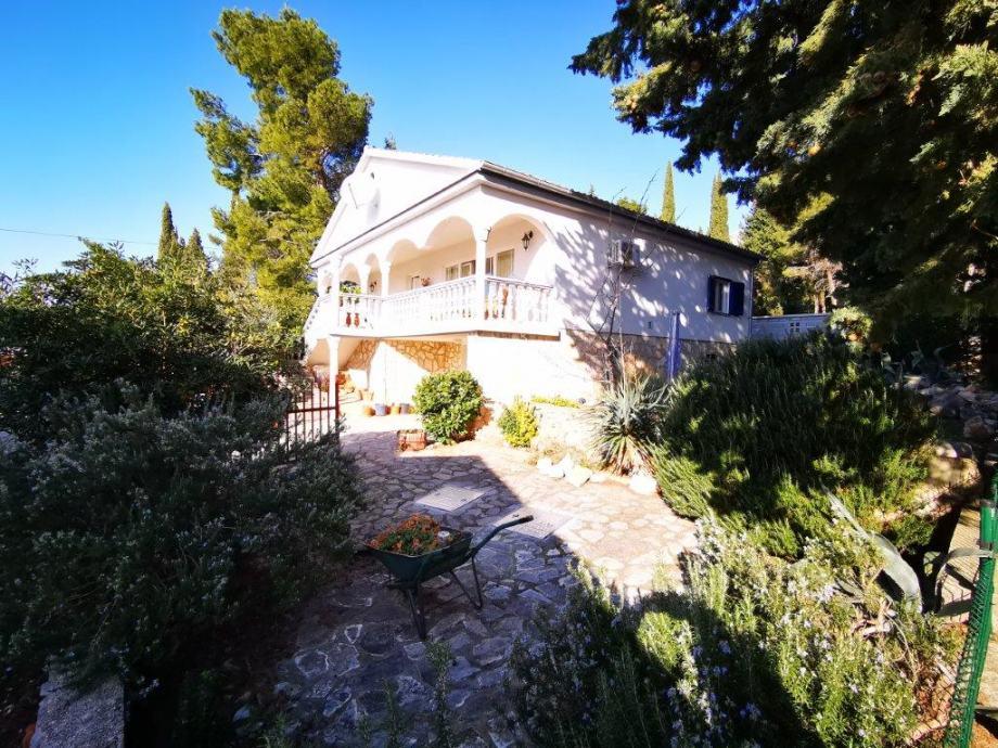 Kuća: Starigrad, visoka prizemnica, 150.00 m2, 500m2 terena (prodaja)