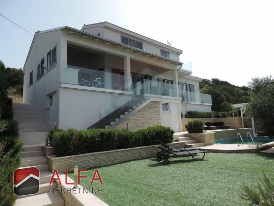 Kuća: Tisno, prodaje se moderna vila sa bazenom i pogledom na more (prodaja)