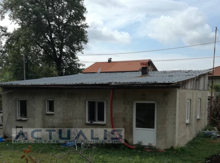 Kuća: Viškovo (Kosi), prizemnica, 90 m2, sa građ.dozvolom (S+P+Pot) (prodaja)