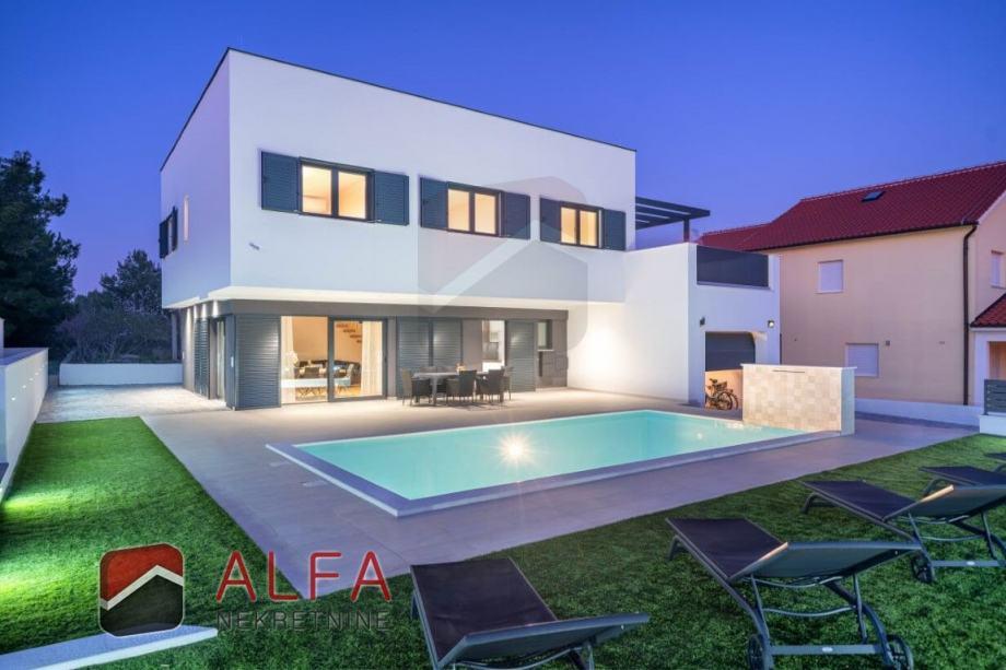 Kuća: Vodice, prodaje se luksuzna vila s panoramskim pogledom na more (prodaja)