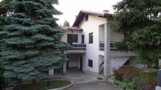 Kuća: Vrhovčak, dvokatnica 78 m2 + terasa 45m2 + 200m2 posl. prostora (prodaja)
