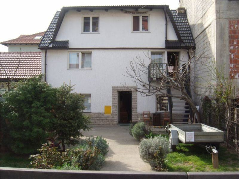 KUCA, 3 etaze x 65 m2 i dvor na 200 m2 placa, vl. list ZG (prodaja)