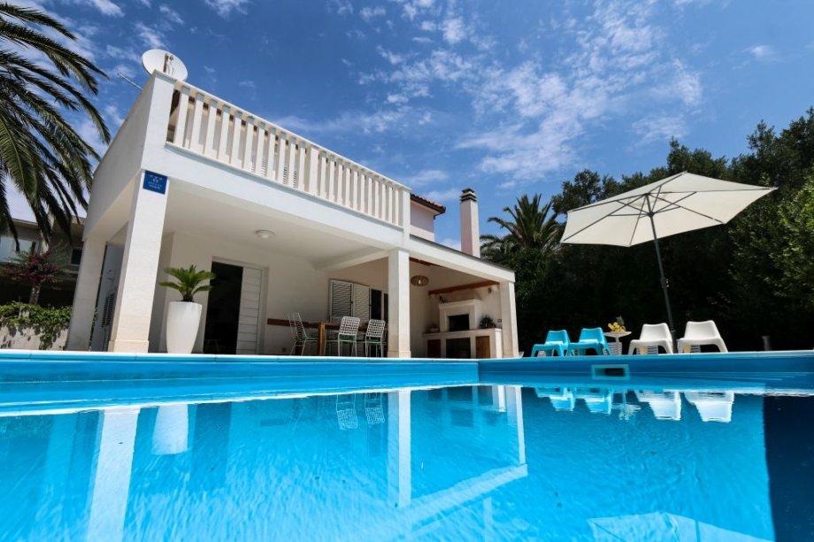 Kuća s bazenom blizu mora-Luxury villa with pool by the sea-Pelješac (prodaja)