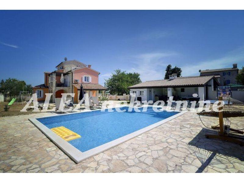 Luksuzna Vila s bazenom (prodaja)