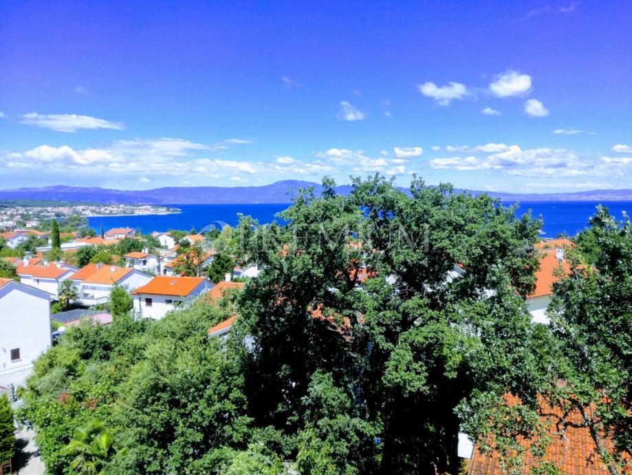 Malinska, prodaja apartmana u potkrovlju sa pogledom na more!! (prodaja)