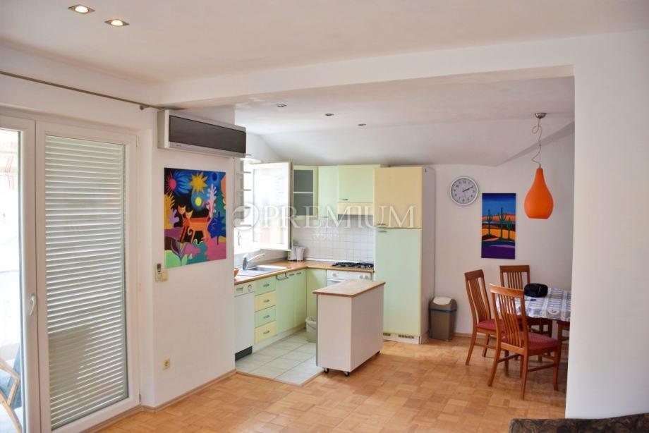 Malinska, prodaja namještenog apartmana na drugom katu s pogledom na m (prodaja)