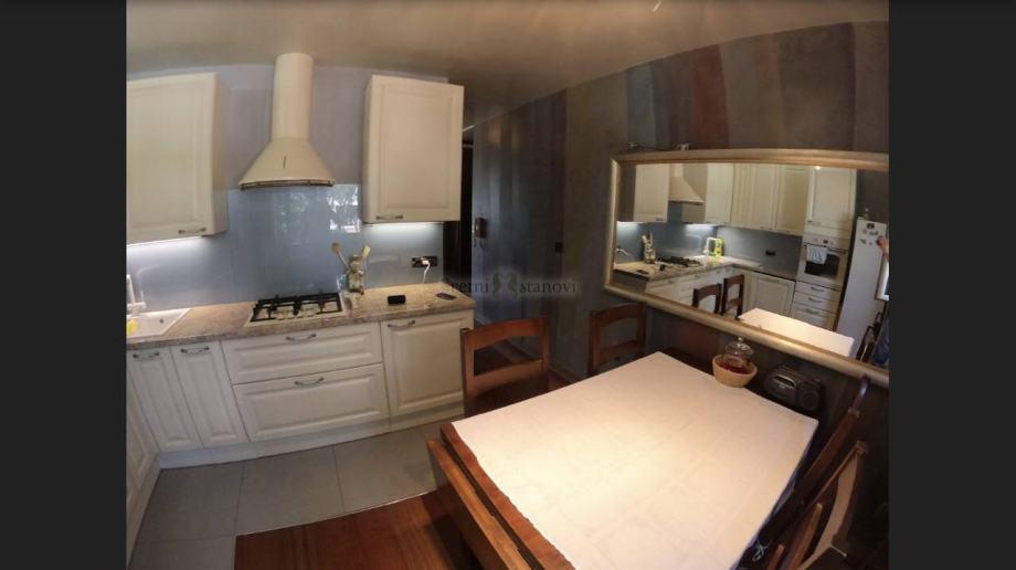 Moderan, adaptirani stan, Srdoči, 77m2, 2S+DB (iznajmljivanje)