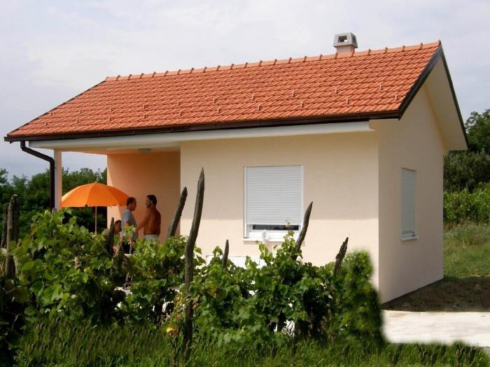 Montažna niskoenergetska kuća: 25 m2 + 7 m2 terasa