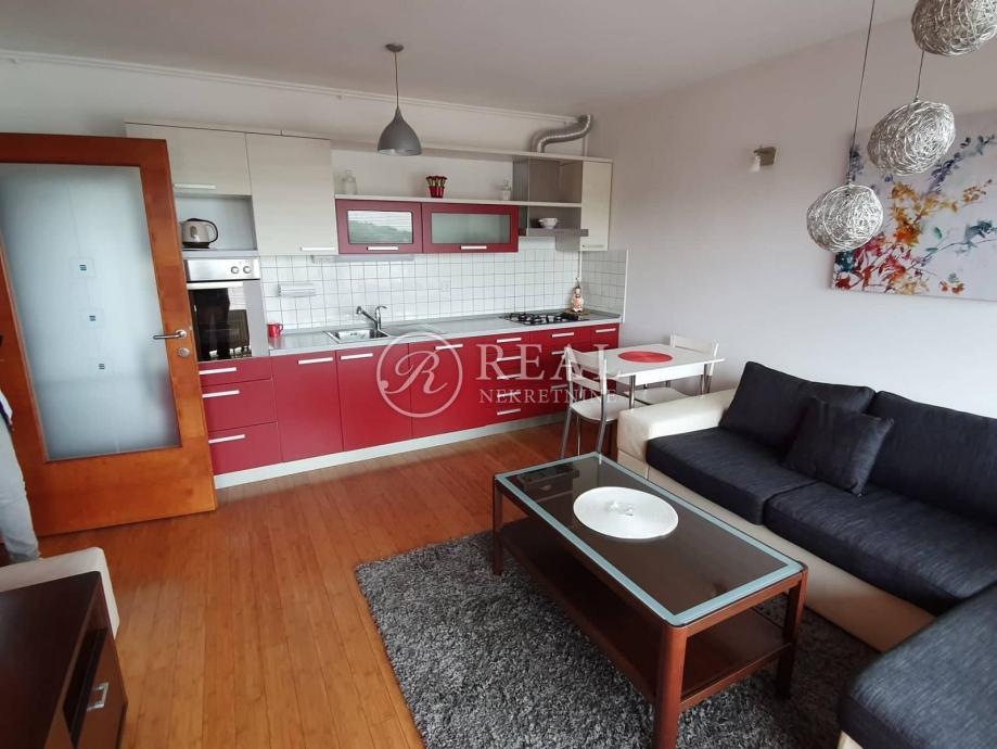 Odlična nekretnina,stan 60 m2 2S+DB s garažnim parkirnim mjestom! (iznajmljivanje)