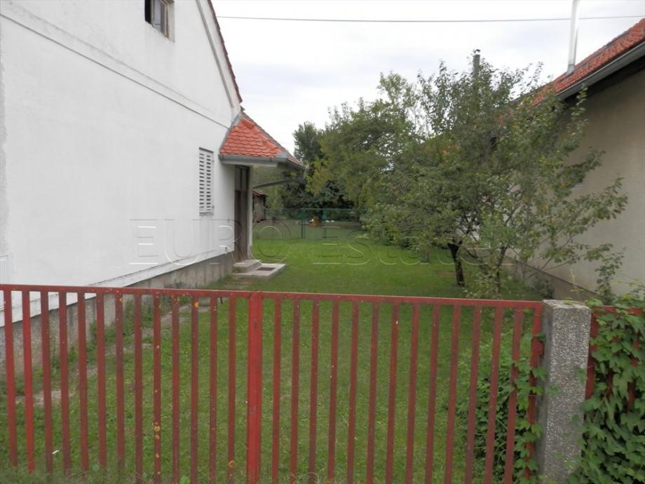 Nedelišće-centar: građevinsko zemljište od 1085 m2, sa starom kućom