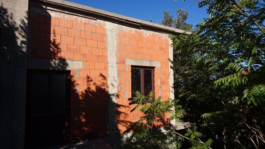 Nedovršena poslovna građevina u Blatu, Otok Korčula, 201,6 m2 (prodaja)