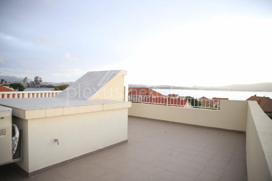 Novouređena kuća s pogledom na more: Kaštel Sućurac, 240 m2 (prodaja)