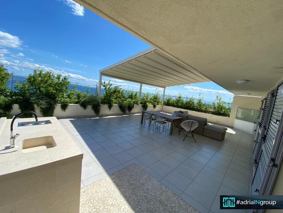 NOVOuređeni penthouse / 3 sobe / terasa 125 m2 / otvoreni pogled (iznajmljivanje)