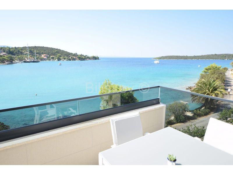 Pelješac, Lovište, 1.red uz more, apartmani s bazenom (prodaja)