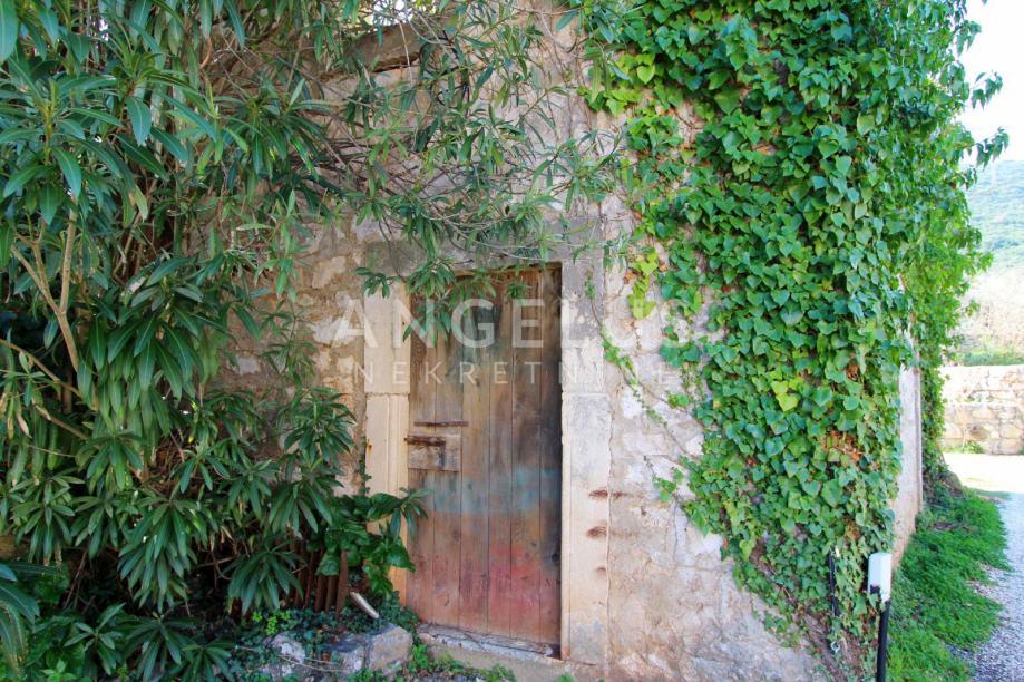 Pelješac, Mali Ston, stara kamena kuća s velikim potencijalom za adapt (prodaja)