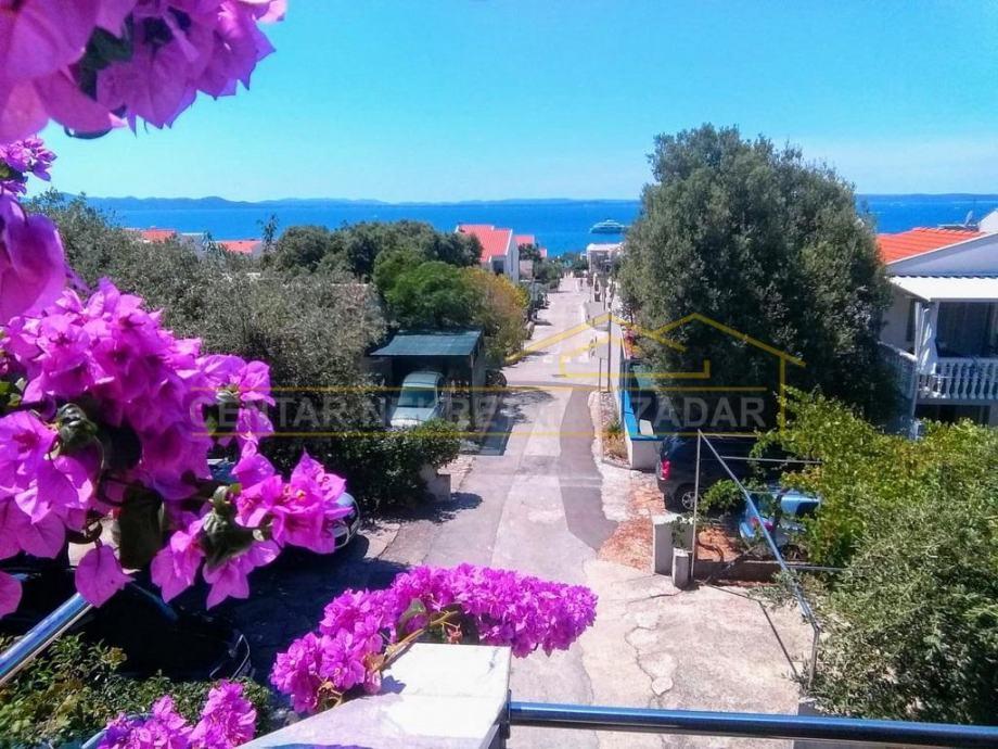Petrčane, kuća s apartmanima 200 m od plaže (prodaja)