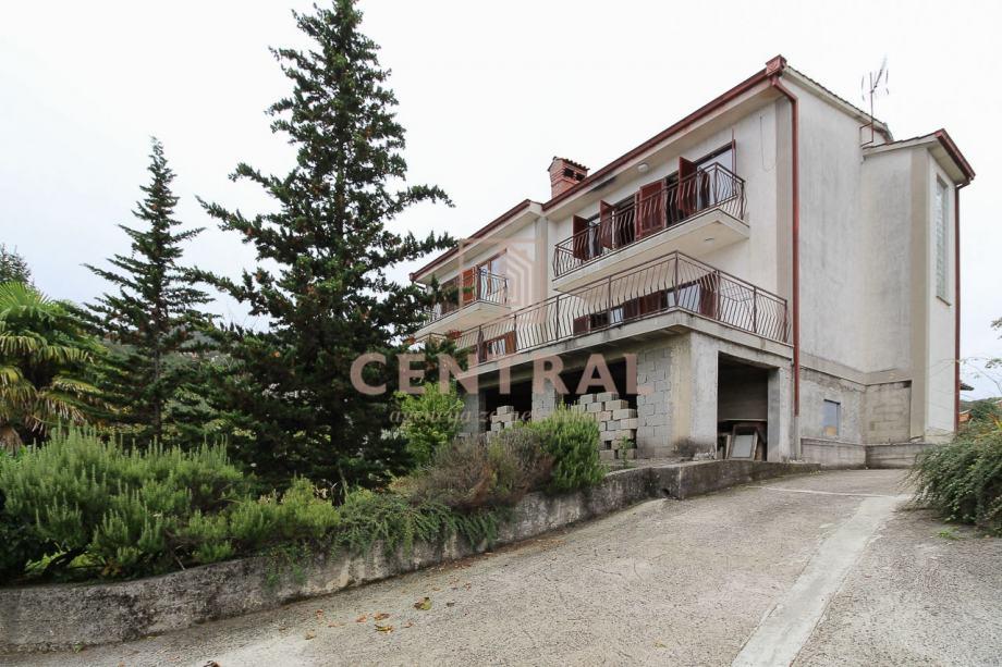Pobri, kuća (dvije dvojne kuće) 420m2 (prodaja)