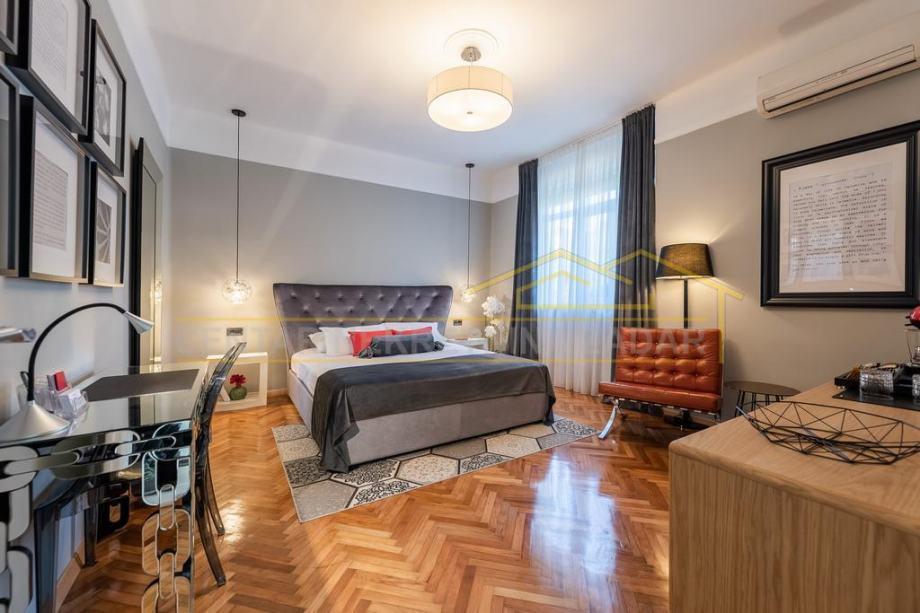PRILIKA! Poluotok, luksuzni novouređeni studio apartman u prvom redu d (prodaja)