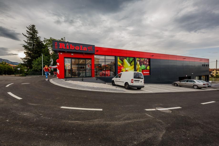 Poslovni prostor: Kaštel Lukšić, uslužna djelatnost, 283,40 m2 (iznajmljivanje)