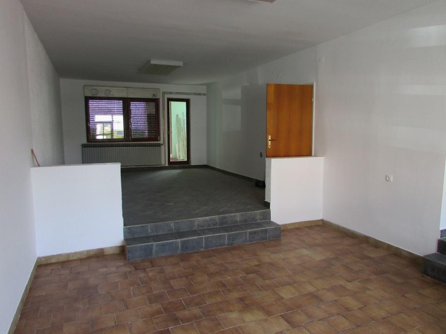 Poslovni prostor: Osijek, uredski, 100 m2 (iznajmljivanje)