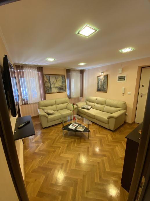 Poslovni prostor, Rijeka, Strogi Centar, 32 m2 (iznajmljivanje)