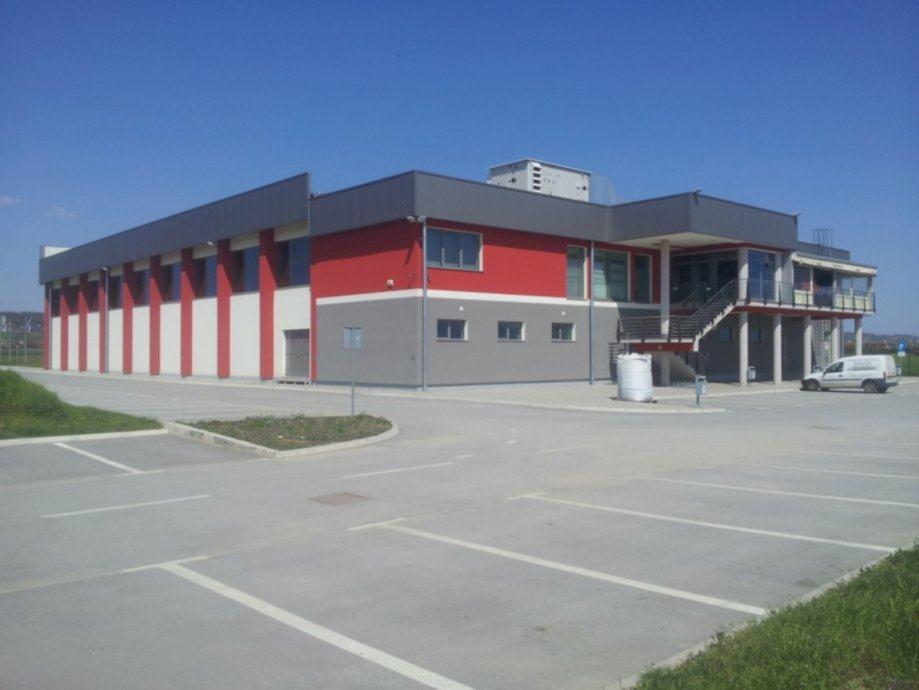 Poslovni prostor: Slobodnica, skladišni/radiona, 13500 m2 (prodaja)