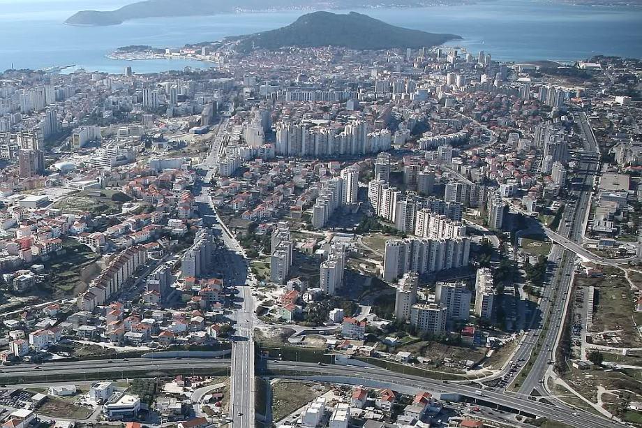 **Poslovni prostor: Split, Trstenik , 291 m2-400.000 eura (prodaja)