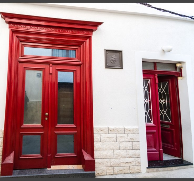 *Poslovni prostor i stan u centru Šibenika, uredski, 35 m2 (prodaja)