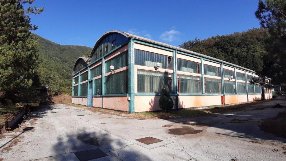 Poslovni prostor: Strahinje, skladišni/radiona, 4.161,79 m2 (prodaja)