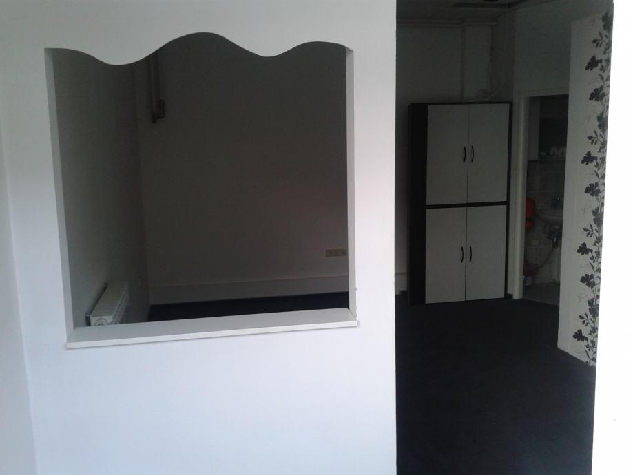 POSLOVNI PROSTOR , URED, SALON SAVSKI GAJ 32 m2 (iznajmljivanje)