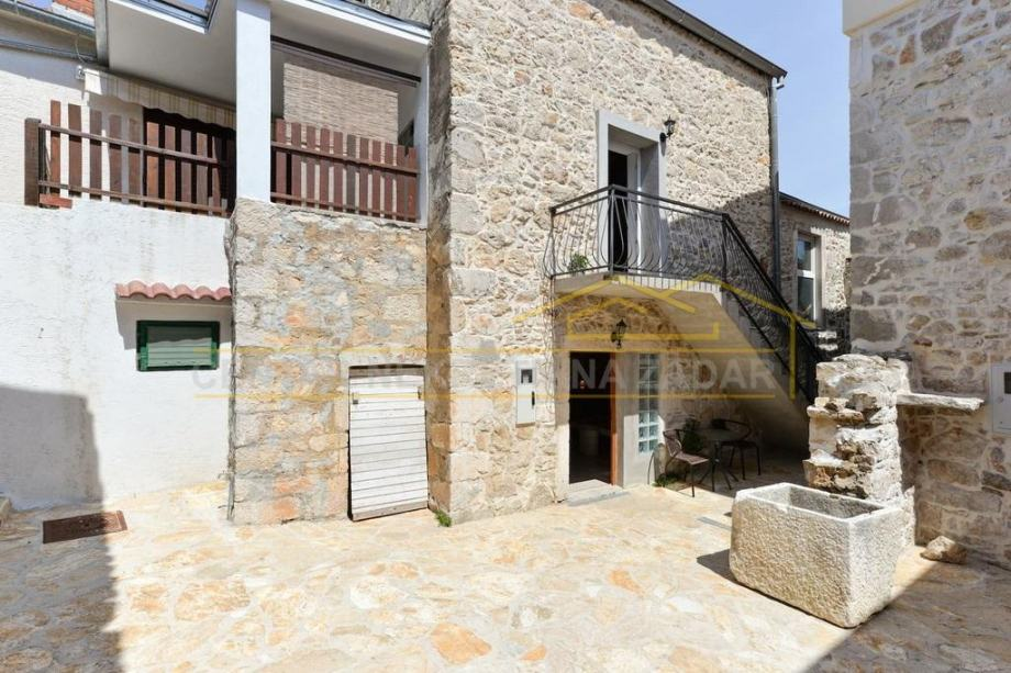 Preko, kamena kuća dvokatnica, samo 100 m od mora i plaže - 86 m2 (prodaja)