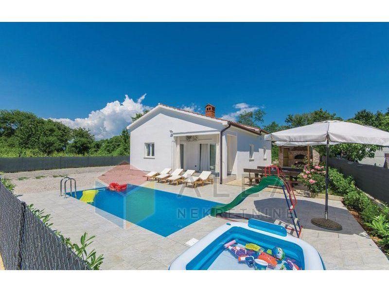Prekrasna samostojeća kuća s 2 stambene jedinice I bazenom  u okolici (prodaja)