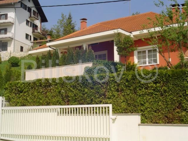 Prekrasna samostojeća obiteljska kuća (prodaja)