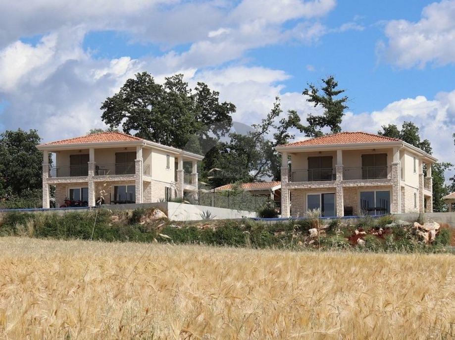Samostojeća kuća za dugoročni najam sa bazenom, panoramski pogled na m (iznajmljivanje)